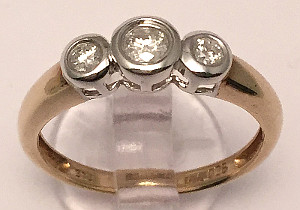 9ct Gold Trilogy rub-over set Diamond Ring 0.25 Carat