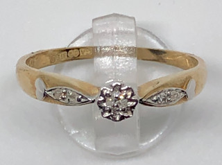 9ct Diamond Solitaire Heart shoulders Ring 0.10Ct