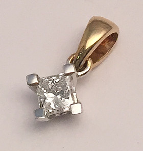 9ct Gold 0.20Ct Diamond Solitaire Princess Cut Pendant