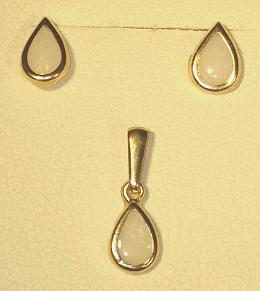9ct Gold Opal set Ear Studs & Pendant set