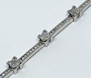 1 Carat Diamonds set Bracelet in 9ct White Gold