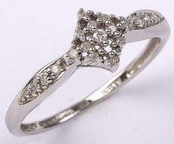 9 carat White Gold 19 Stone Diamond Ring 10pts