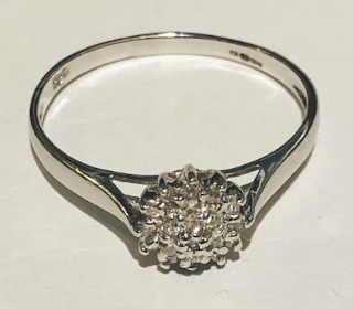 9ct White Gold 0.10 Carat Diamond Cluster ring