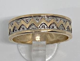 9ct Gold Large Zig Zag design Diamond Ring